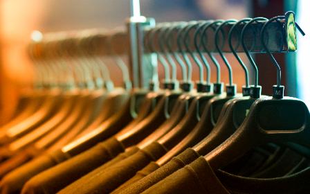 Waarom je dubbele items van je favoriete kledingstuk moet kopen